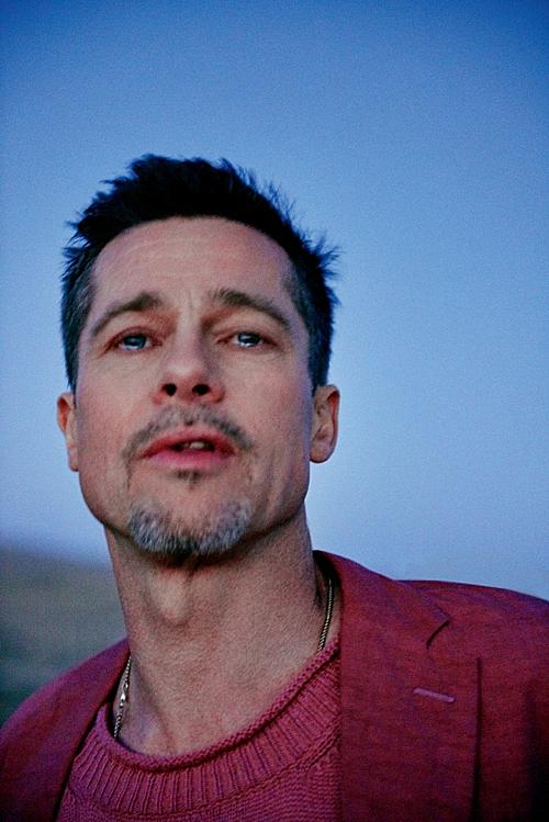 Đôi mắt long lanh ngấn lệ của Brad Pitt trong bộ ảnh sau ly hôn (Ảnh: GQ)