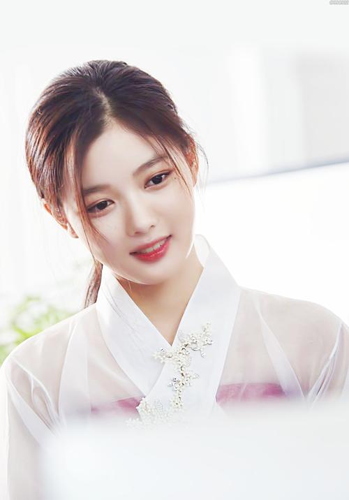 Sao nhí Kim Yoo Jung.
