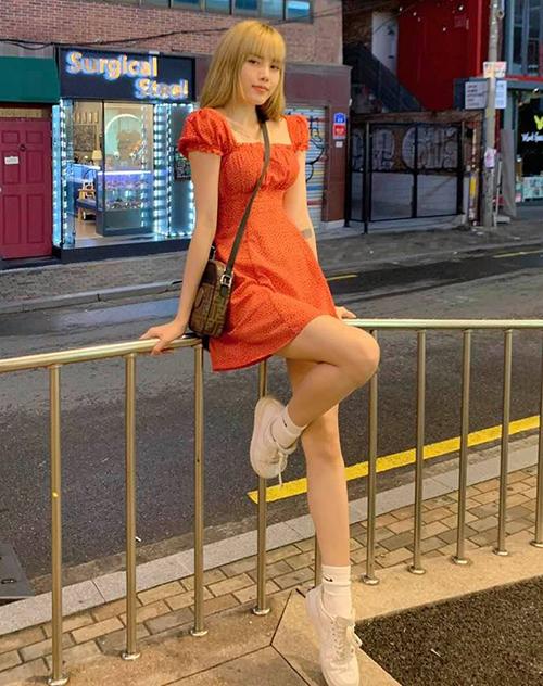 Thiều Bảo Trâm xinh như búp bê khi theo mốt váy tay bồng đậm chất Hàn.