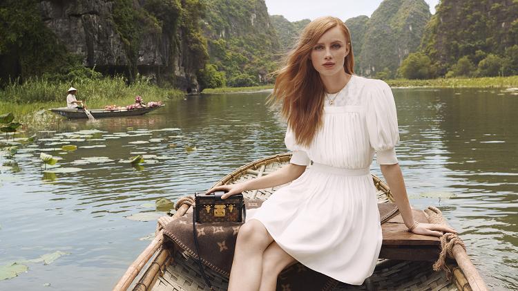 Trong chiến dịch quảng cáo Art of Travel cho bộ sưu tập vừa mới ra mắt, Louis Vuitton đã làm nên một cuốn nhật ký du lịch đầy sáng tạo, hớp hồn người xem bằng những phân cảnh đẹp mắt đầy tính nghệ thuật. Điều thú vị, Việt Nam chính là nơi được lựa chọn để làm nên những thước phim ấn tượng của thương hiệu nổi tiếng khắp toàn cầu này.