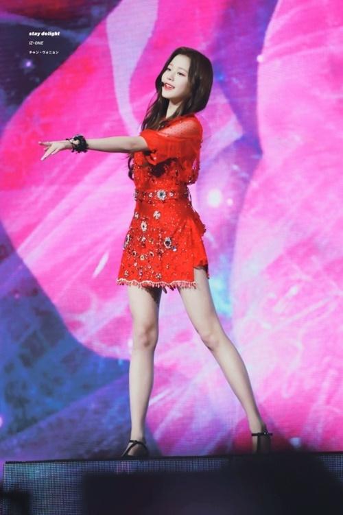 Nữ idol nổi tiếng với tỉ lệ cơ thể chuẩn.
