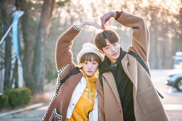 Cặp đôi gà bông Kim Bok Joo và Jung Joon Hyung.