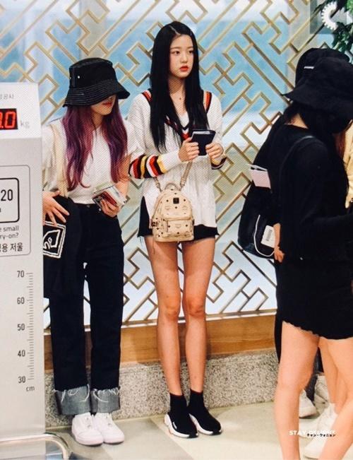 Em út Jang Won Young trở thành tâm điểm chú ý khi khoe đôi chân dài, chiều cao vượt trội so với các thành viên trong nhóm.