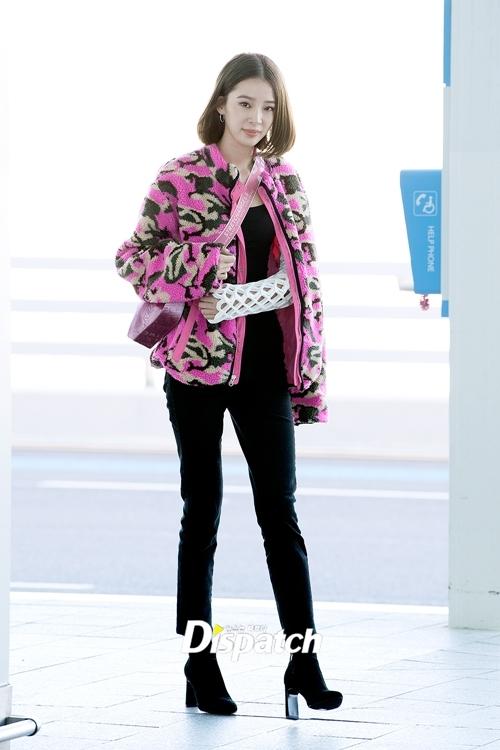 Người mẫu Irene Kim cũng khởi hành đi Paris dự tuần lễ thời trang.