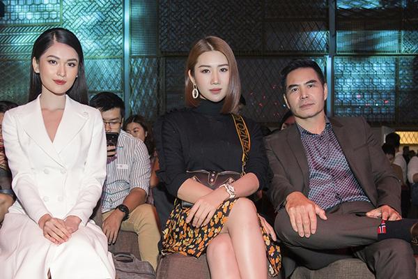 Á hậu Việt Nam 2016 Thuỳ Dung cũng có mặt tại sự kiện. Người đẹp chọn váy trắng thanh lịch của nhà thiết kế Lê Ngọc Lâm, hào hứng gặp gỡ Thúy Ngân và Trung Dũng. Cô cũng gây ấn tượng với bài thuyết trình hoàn toàn bằng tiếng Anh trên sân khấu.
