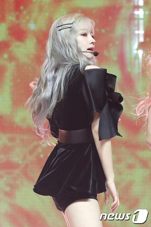 Visual của Da Hyun được chú ý trong sự kiện. Nữ idol nhuộm tóc xám nổi bật, khoe làn da trắng đến phát sáng.