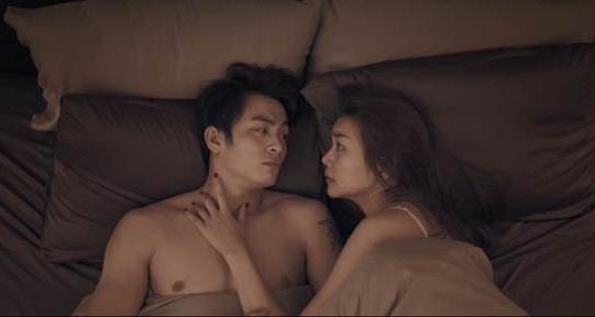 Cảnh giường chiếu của Thanh Hằng và Lãnh Thanh trong phim.