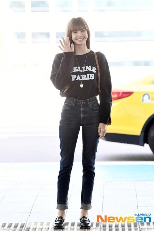 Lisa khoe tỉ lệ hoàn hảo như búp bê khi ra sân bay - 2