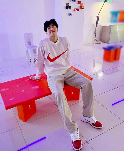 Su Ho có phong cách thể thao năng động, trẻ trung.