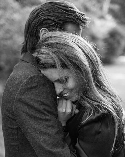 Bức ảnh ngọt ngào của cặp đôi được hôn phu chia sẻ.