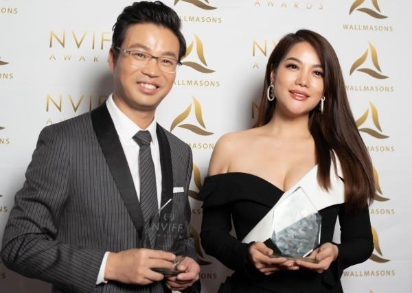 Trương Ngọc Ánh khoe nhan sắc bên Vương Tấn - ngôi sao Trung Quốc giành giải Nam diễn viên châu Á xuất sắc.