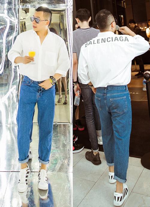 Thiết kế hơn chục triệu đồng của Balenciaga cũng được Vũ Khắc Tiệp diện đến một sự kiện, mix với quần jeans và sneakers khỏe khoắn.
