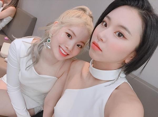 Chae Young (phải) và Da Hyun