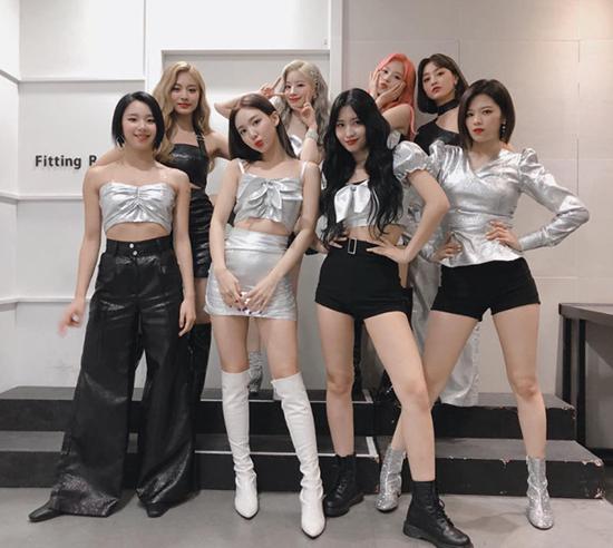 Trang phục của Na Yeon vẫn ổn trong ảnh hậu trường.