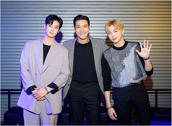 Cha Eun Wo - Si Won - Kang Daniel (ảnh từ trái sang).