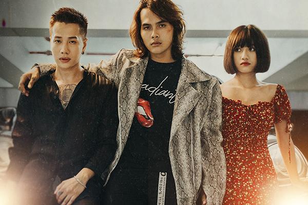 Chuyện tình tay ba trong MV được Lou Hoàng kể đầy drama.