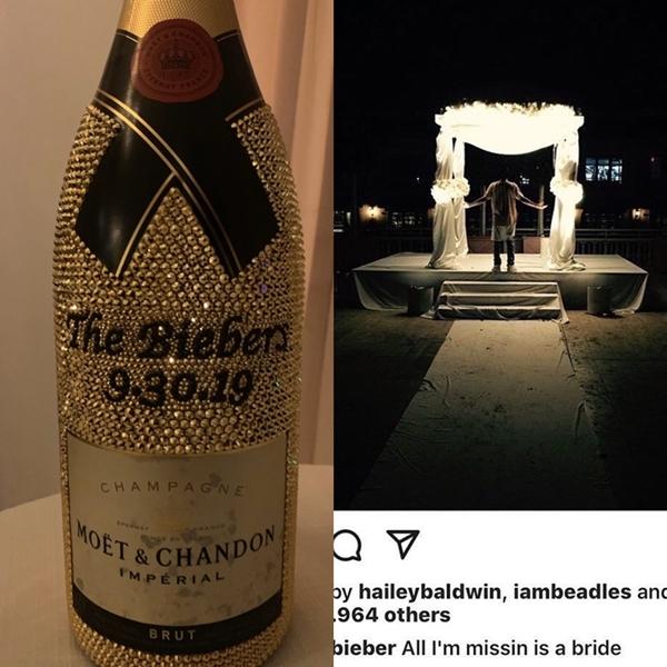 Hình ảnh hiếm hoi về khung cảnh tổ chức hôn lễ cùng chai rượu chiêu đãi khách mời.