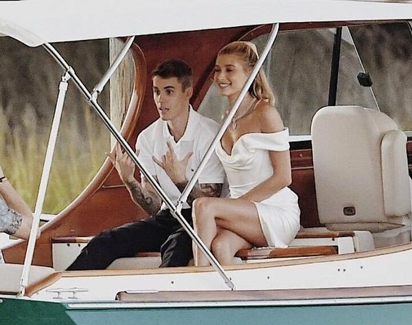 Justin Bieber và Hailey Baldwin tập duyệt cho đám cưới ngày 29/9.