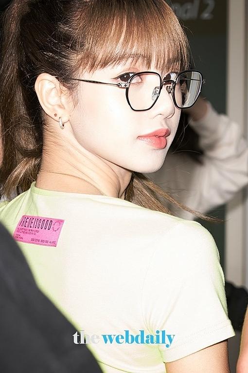 Những đường nét sắc sảo trên gương mặt giúp Lisa chấp mọi ánh đèn flash.