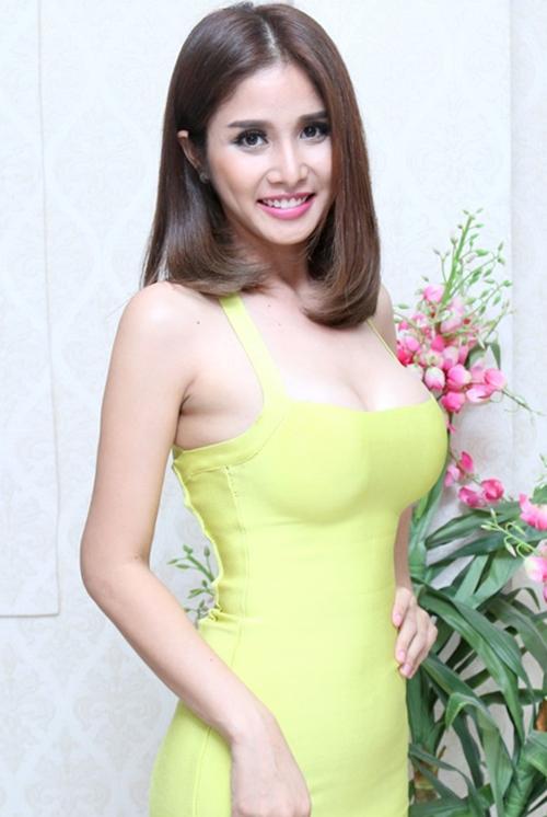 Thảo Trang từng gây chú ý khi đăng ký tham dự Vietnams Next Top Model 2013 nhưng sớm dừng bước. Sau nhiều năm, nhan sắc của cô thăng hạng rõ rệt. Người đẹp cũng áp dụng nhiều biện pháp thẩm mỹ, trong đó có nâng ngực để vóc dáng quyến rũ hơn.
