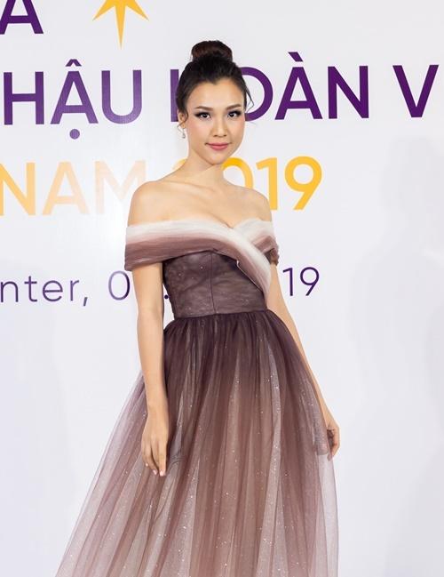 Á hậu Hoàng Oanh làm MC buổi họp báo.