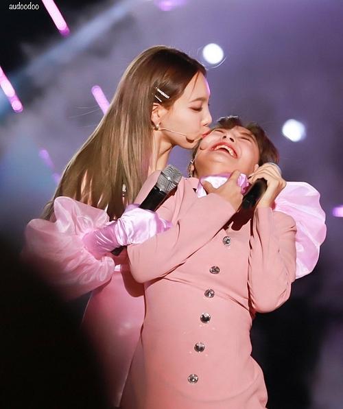 Na Yeon hôn Ji Hyo.