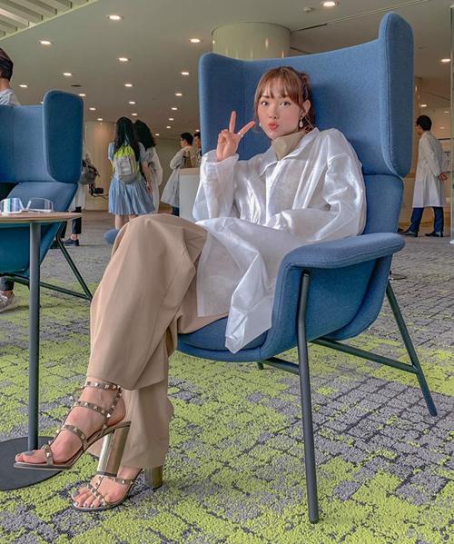 Minh Hằng nhí nhảnh trong chuyến công tác Nhật Bản.