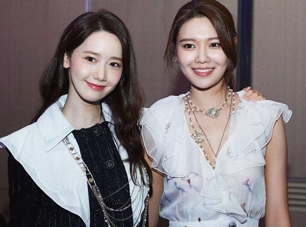Soo Young đăng ảnh cùng Yoona kèm chú thích Tình yêu của tôi đầy ngọt ngào.