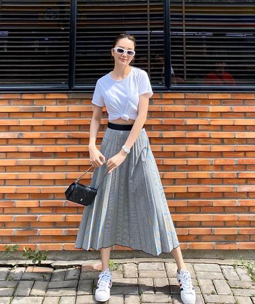 Thiều Bảo Trang có cách diện đồ đơn giản nhưng vẫn style.