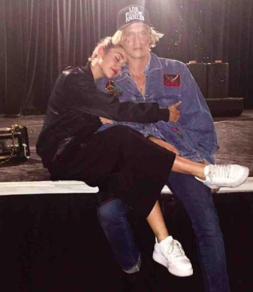 Miley và Cody vốn có mối quan hệ bạn bè thân thiết.