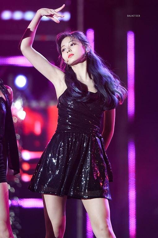 Tại chương trình Music Bank Special ngày 4/10, Tzuyu hớp hồn người hâm mộ trong diện mạo xinh đẹp.