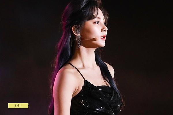 Trong nhiều khoảnh khắc, Tzuyu khiến fan liên tưởng đến vẻ đẹp của những nữ diễn viên Hong Kong thập niên 90.