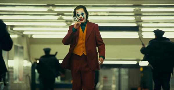Joaquin Phoenix trong vai Joker.