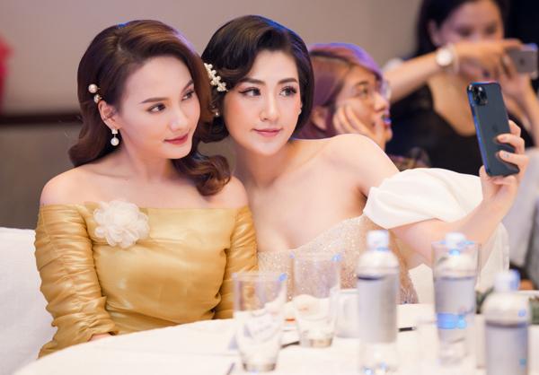 Á hậu Tú Anh thân thiết với Bảo Thanh ở sự kiện - 6