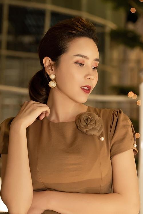 Nhan sắc của Hương Giang trẻ trung hơn nhiều so với tuổi 36. Phong cách của cô cũng thăng hạng so với thời mới vào nghề.
