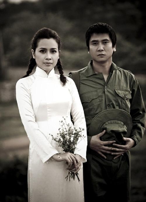Tháng 12/2009, Hồ Hoài Anh và Lưu Hương Giang kết hôn. Cả hai được khen xứng đôi vừa lứa. Hồ Hoài Anhsinh năm 1979 trong một gia đình có truyền thống làm nghệ thuật, là tác giả của loạt ca khúc nổi tiếng như Nuối tiếc, Mưa và nỗi nhớ... và là nhà sản xuất của nhiều MV, liveshow của các ca sĩ hàng đầu Việt Nam. Trong khi đó, Lưu Hương Giangsau cuộc thi Sao Mai điểm hẹn cũng có nhiều sản phẩm gây tiếng vang như Cải Bắp, Chuyển động, Ngọn cỏ lau...