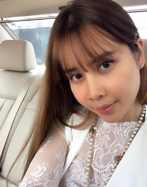 Lưu Hương Giang trốn chồng sang Hàn Quốc phẫu thuật. Gương mặt còn sưng nên khi về Việt Nam, cô bị hải quan chặn lại do diện mạo khác hẳn hình ảnh trên hộ chiếu. Thậm chí khi trở về nhà, cô còn bị Hồ Hoài Anh giận suốt một tuần, mẹ ruột khóc ba ngày liên tục vì sốc.