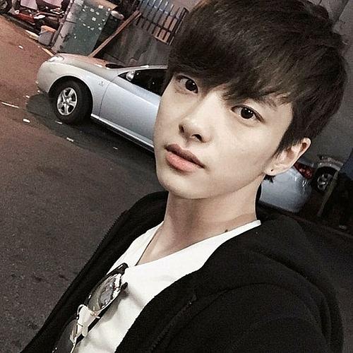 Jung Da Eun sinh năm 1993, được cho là đã chuyển giới sau khi tiêm hormone nam và lấy biệt danh là Jung Tae Gyun.