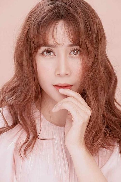 Hồ Hoài Anhcho biết, anh không đồng ý vợ phẫu thuật thẩm mỹ vì lo ngại sức khỏe của cô. Tuy nhiên sau ba năm, anh thấy bà xã ngày càng xinh đẹp.