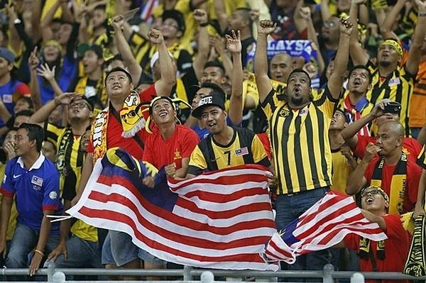 CĐV Malaysia nổi tiếng máu lửa, đầy tinh thần dân tộc. Ảnh: Fox Sports