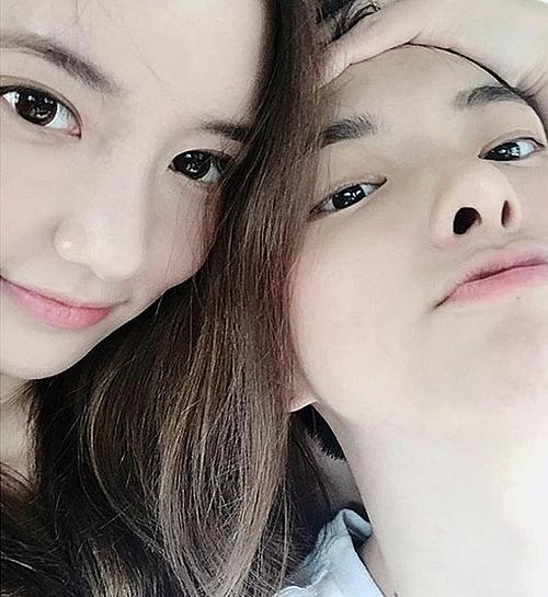 Han Seo Hee (trái) là bạn gái chuyển giới Jung Da Eun.