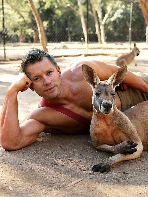 Bộ ảnh lính cứu hỏa Australia bên thú cưng - 8