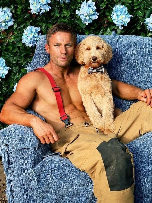 Bộ ảnh lính cứu hỏa Australia bên thú cưng - 6