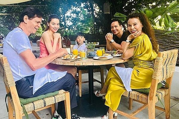 Kim Lý bên những người thân yêu nhất của Hồ Ngọc Hà.