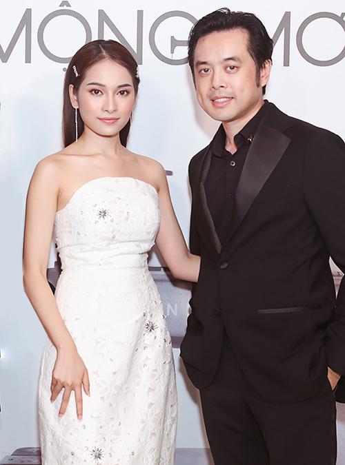 Vợ chồng Duyên Sara - Dương Khắc Linh sóng đôi với trang phục đen trắng.