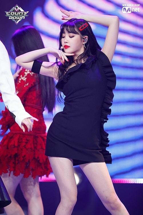 Nhan sắc của Soo Jin chưa bao giờ được đánh giá cao hơn visual của Shu Hua hay Yu Qi. Tuy nhiên, côthường xuyên trở thành tâm điểm nhờ khí chất vượt trội trên sân khấu.