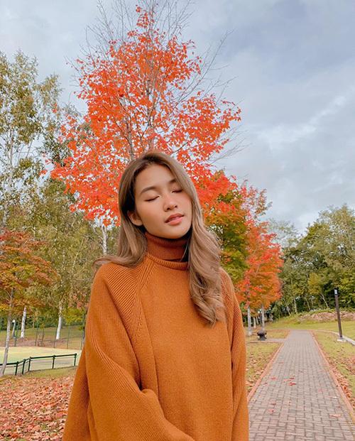 Khả Ngân mơ màng trong mùa thu lá đỏ ở Nhật Bản.