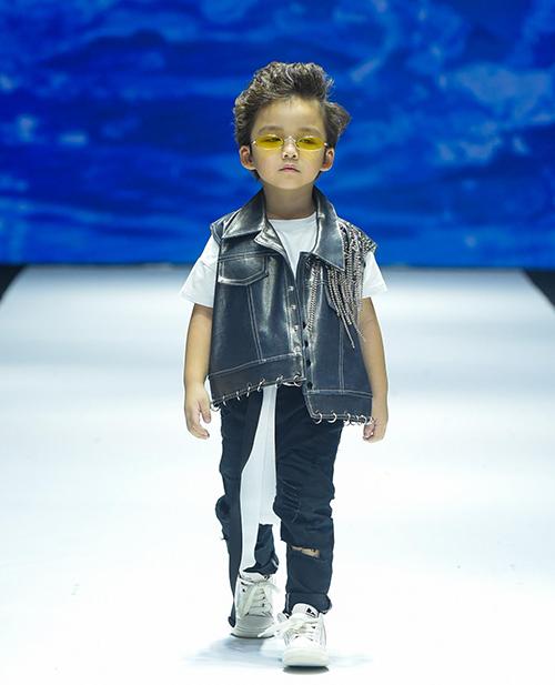 Ivan Trần là thương hiệu của NTK trẻ Trần Nguyễn Anh Minh - gương mặt nổi bật của làng thời trang Việt. Anh từng tham gia chương trình truyền hình thực tế Nhà Thiết Kế Thời Trang Việt Nam – Project Runway Vietnam 2015 và dễ dàng lọt vào Top 6 thí sinh xuất sắc nhất.