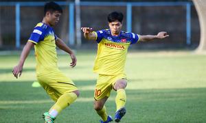 Tuyển thủ Việt vui vẻ trong buổi tập tại Indonesia