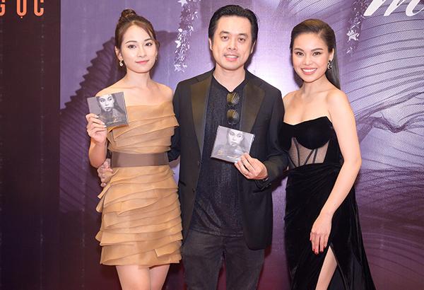 Vợ chồng Dương Khắc Linh chúc mừng đồng nghiệp.